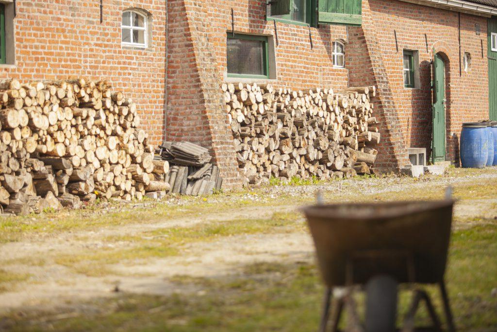 Maatschap-Ruimte-zorgboerderij-rust-buiten-groene-omgeving-Hof-van-Axel