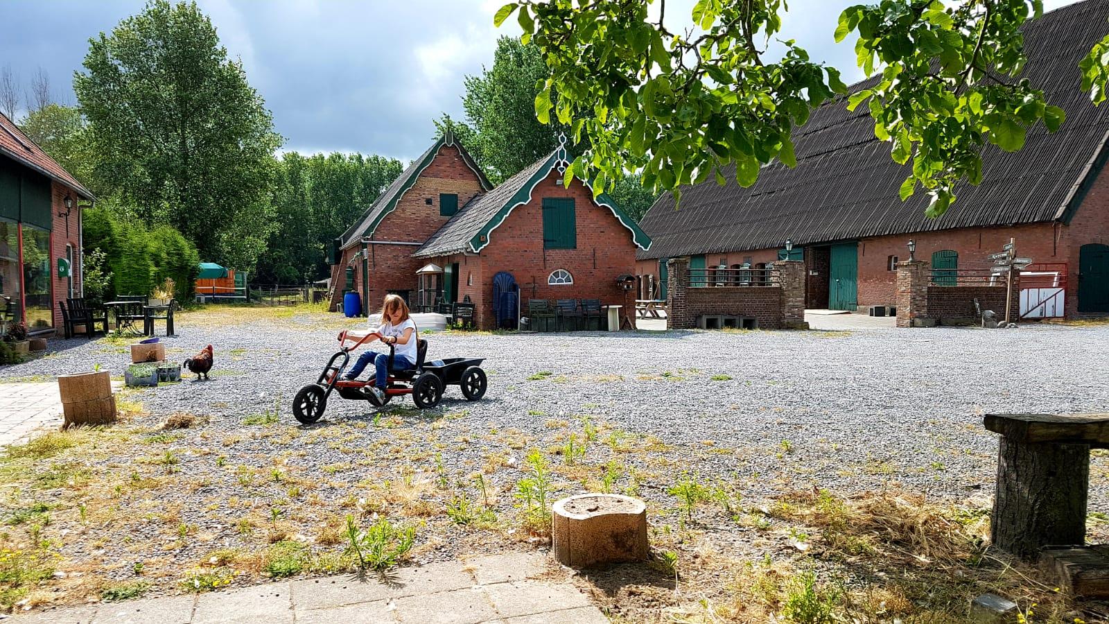 maatschap-Hof-van-Axel-skelteren-ruimte-zorgvraag-zorg-zorgboerderij-camping-pensionstal